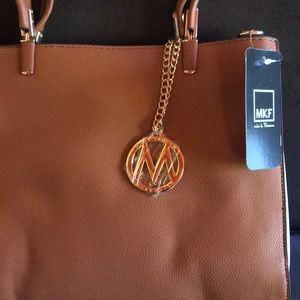 NWT Mia k Farrow beautiful handbag.